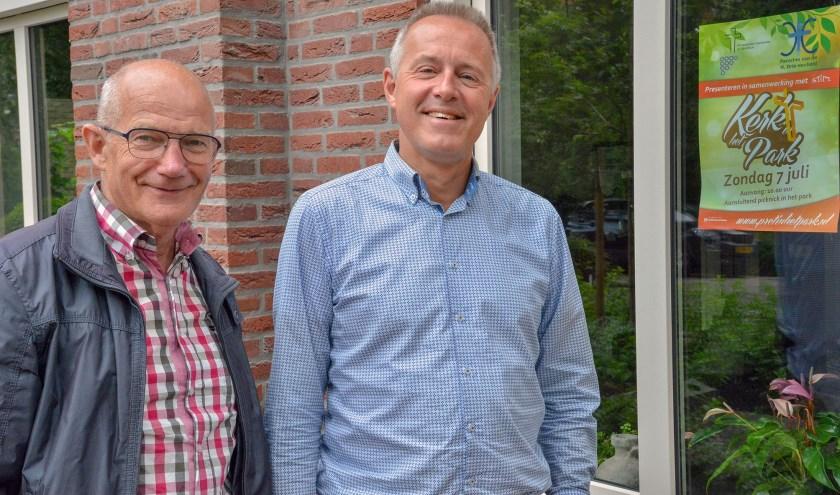 Gerard Vendrig en Evert Versloot zien hun inspanningen beloond. Kerk in het Park vindt plaats op zondag 7 juli. (Foto: Paul van den Dungen)