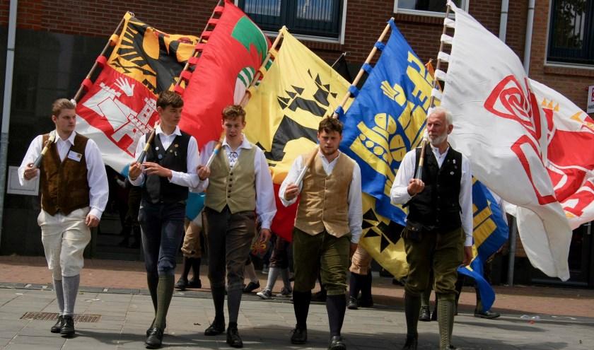 Vlaggen, vaandels en vendeliers. Foto: Eveline Zuurbier