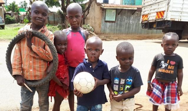 Kinderen in Kenia. (foto: Liesbeth van Heeswijk)
