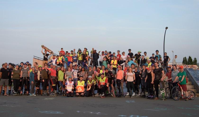 Tijdens de pauze op Skatepark Vathorst werd een groepsfoto gemaakt.