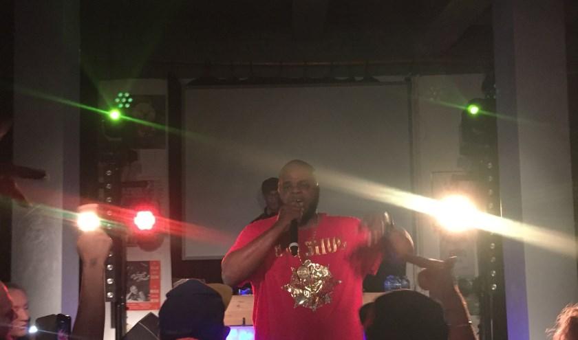 Big Shug gaf een fijne show weg in De Sociale Dienst. Ook Lil' Dap, Melachi the Nutcracker en Jeru the Damaja waren van de partij.