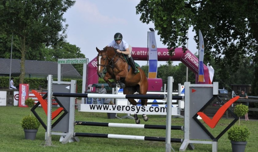 Actiefoto Bianca Schoenmakers, winnares van het Paard van Troje Pinksterconcours 2018 in de klasse ZZ.