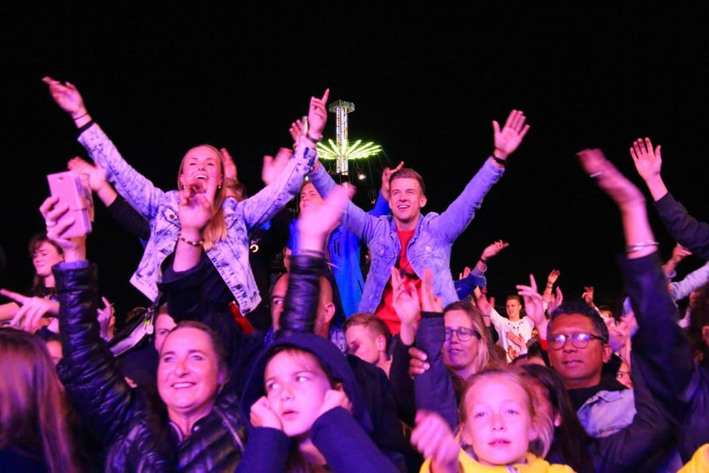Het publiek gaat los.  © Persgroep