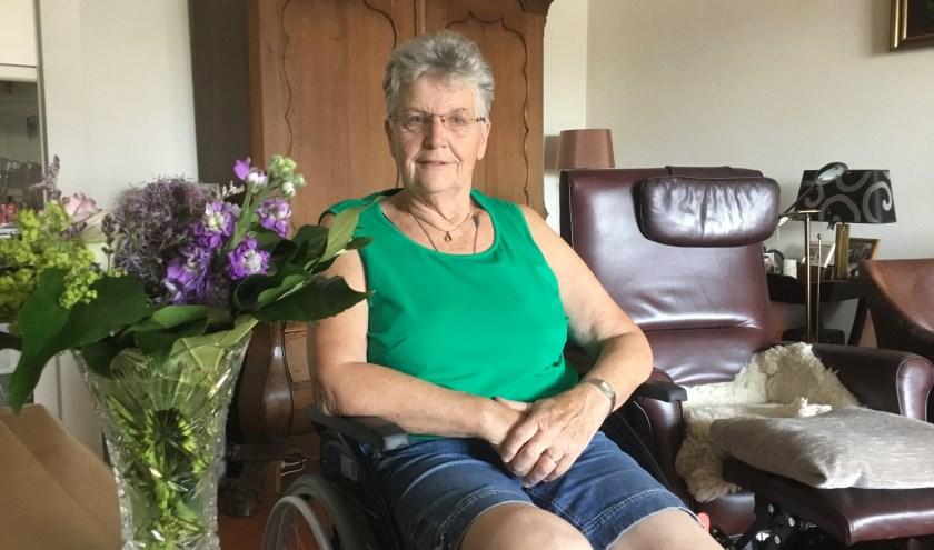 Jannie is na een valpartij aan de rolstoel gekluisterd, maar hoopt dat ze snel weer aan de slag kan. Foto: Roselien Slagers.