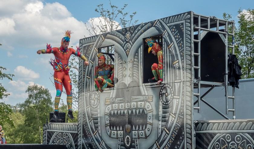 Spectaculaire acrobatiek van Cirq'ulation Locale, te zien in Woerden. Foto: PR