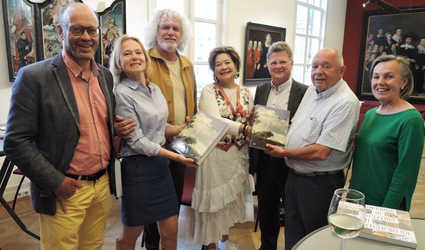 Aan de Bedrijven werd in een feestelijke bijeenkomst als welkomstgeschenk het gesigneerde boek uitgereikt; 'Tien eeuwen Gorinchem, Geschiedenis van een Hollandse stad'. Eigen foto
