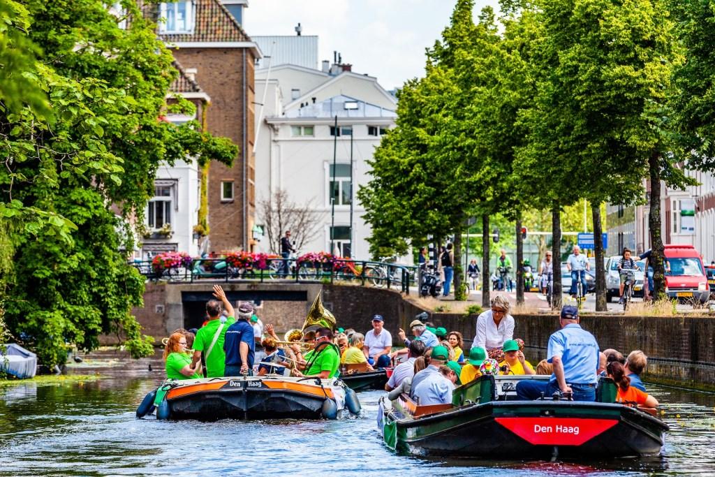 De botenparade in de Haagse grachten met 50 sporters van de Special Olympics Regionale Spelen. Foto: Ronald Speijer. Foto: Ronald Speijer © Persgroep