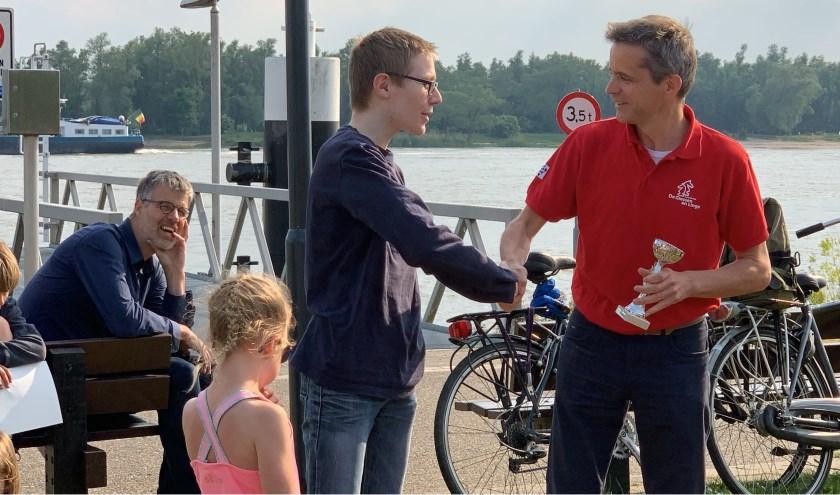 De prijsuitreiking vond plaats tijdens een gezellige samenkomst op een van de mooiste plekjes van Nederland, bij de Schaaktafel Buiten de Waterpoort. Eigen foto