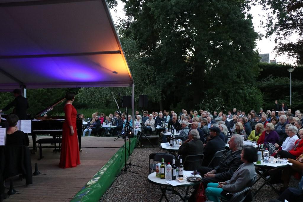 Het publiek genoot van het optreden sopraan Anneke Luyten. Foto: Jeroen van Zomeren © Persgroep