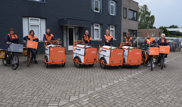 Postbezorgers in Ede met hun e-bikes en e-bakfietsen.