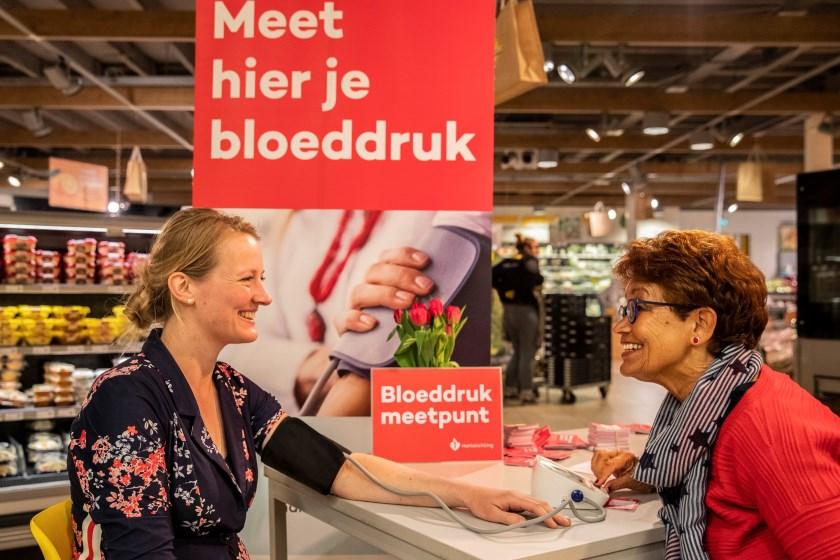 De Hartstichting richt van 27 mei tot en met 8 juni bloeddrukmeetpunten in op openbare plaatsen, zoals supermarkten en bibliotheken.