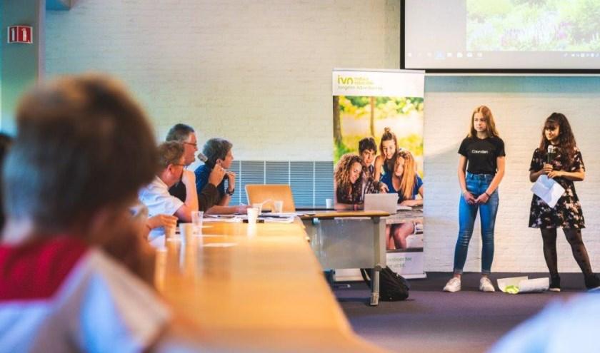Op maandag 17 juni presenteerden leerlingen de resultaten in de raadszaal van het gemeentehuis. (Foto: IVN)
