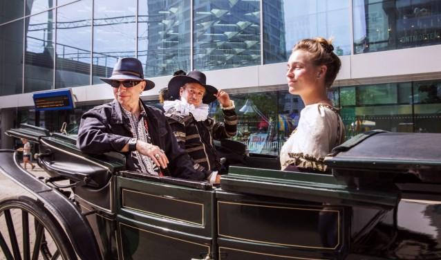 Aan het begin van het festival arriveerden per koets Willem van Oranje en Anna van Bueren om de bekende kinderboekenschrijver Paul van Loon tot Kinderboekenridder te slaan.