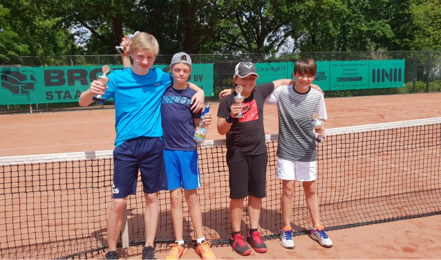 Van links naar rechts Mats de Bruin, Job van de Zand, Tommy Floor, Timo van Beusekom