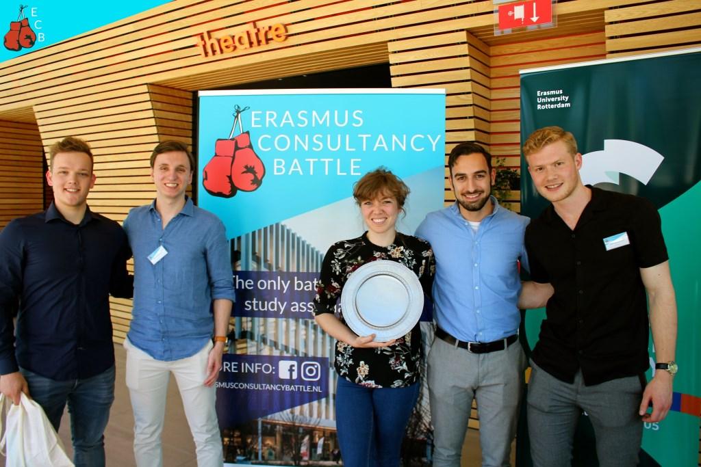 Het winnende team van de Erasmus Consultancy Battle Foto: Laura Koorevaar © Persgroep