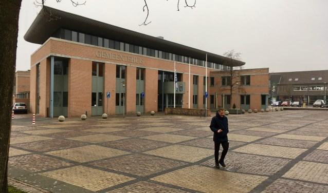 Het gemeentehuis in Haaren is in beeld als locatie voor het gemeenschapshuis in dit dorp. Nieuwbouw voor Den Domp is een tweede optie.