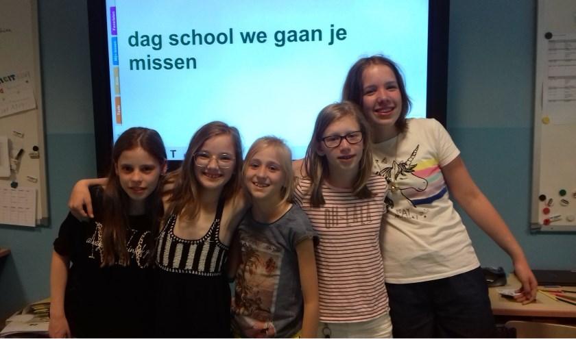 Yara, Maud, Floor, Sarah en Sophie: Wij gaan jou ook erg missen hoor juf Anouk! En juf Marloes natuurlijk ook!