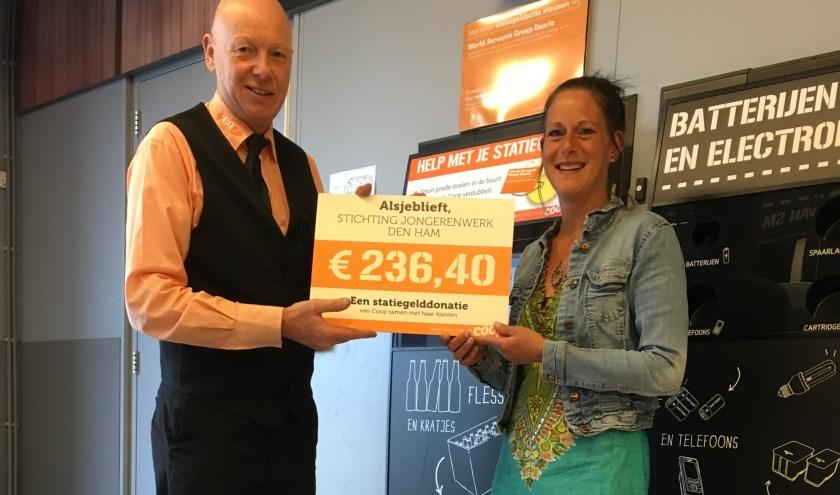 Jongerenwerk Den Ham kreeg een mooie cheque van de Coop.
