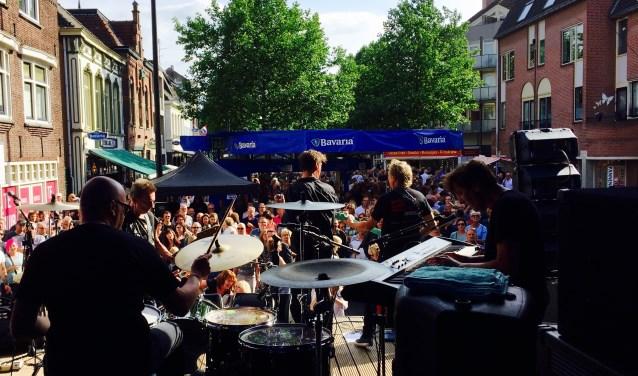 Pinksterpop bij Lokaal42, vanaf het podium.
