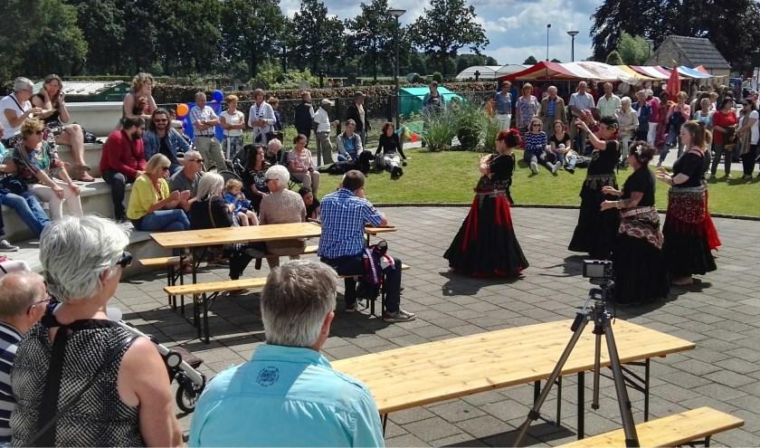 Samsara Oriëntaalse buikdans op een eerdere editie van de Exotische Markt in Nispen. Foto: Mariska Wagemakers / Openluchttheater Nispen.