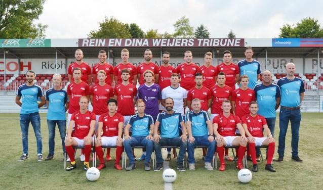 De selectie van JVC Cuijk voorafgaand aan het seizoen 2018-2019 in betere tijden. (foto: persfoto)