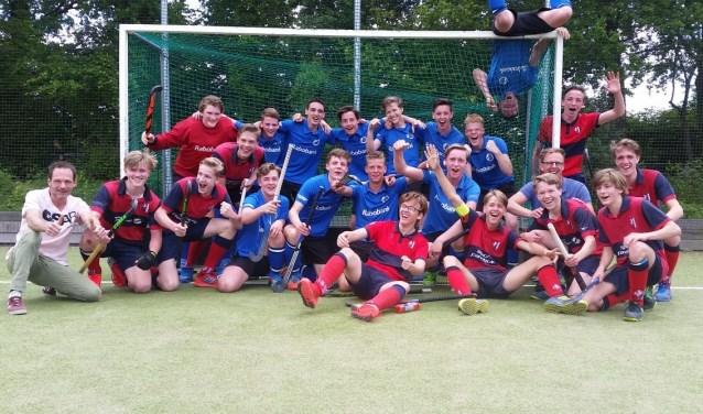 Jongs A1 van MHCN en Jongens A2 Van Twente. (Foto: eigen foto)
