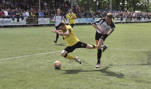 Sparta miste de titel op doelsaldo dankzij een 2-2 gelijkspel tegen DOS Kampen.
