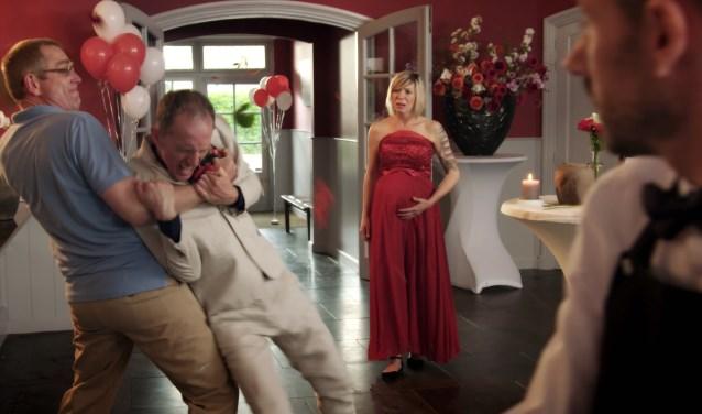 Still uit de film Perfect Cadeau, met daarin de Bossche actrice Hageman die Sylvia speelt. Haar verjaardag wordt decor voor een familievete.