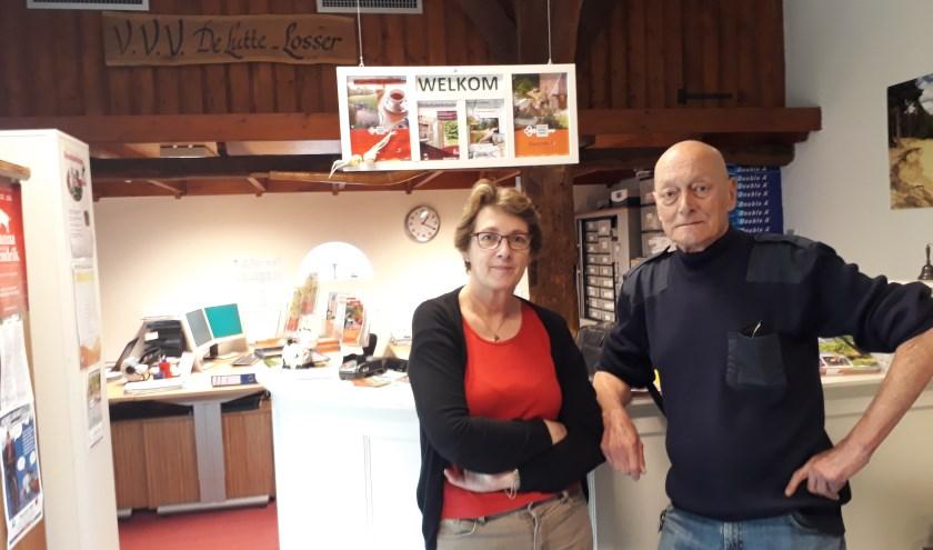 Margreet Stoel (59) en Toon Rombouts (70) uit Hoedekenskerke genieten van hun vakantie in deze streek. .