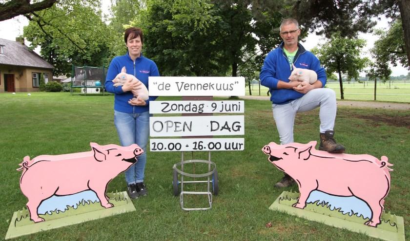 Henri en Mariska van de Ven runnen al 10 jaar zorgboerderij De Vennekuus. FOTO: Ad Adriaans.