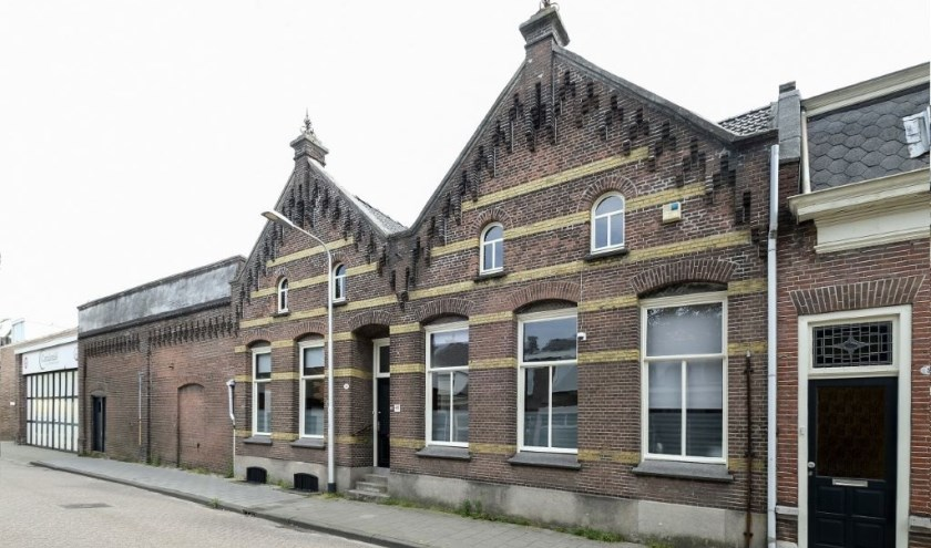 De gebouwen van flessenfabriek Catalonië, links nummer 46 het bedrijfsdeel en rechts nummer 48 het kantoor. info: www.heemkundekringtilburg.nl