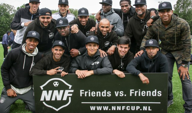 De boys van NNF die het voetbalfestival hebben opgericht en elk jaar meedoen. (Foto: Moniek Arens van Enzeau)