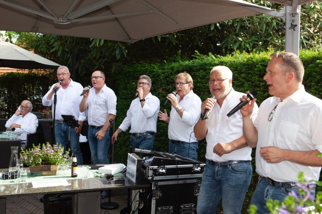 Het zangkoor uit Rhenen.  © Persgroep