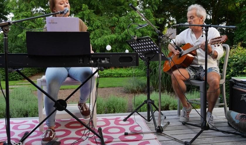 Middelbeerse tuinen bieden weer een intiem en sfeervol decor voor het Beers' Theater Festival, met diverse vormen van podiumkunst.