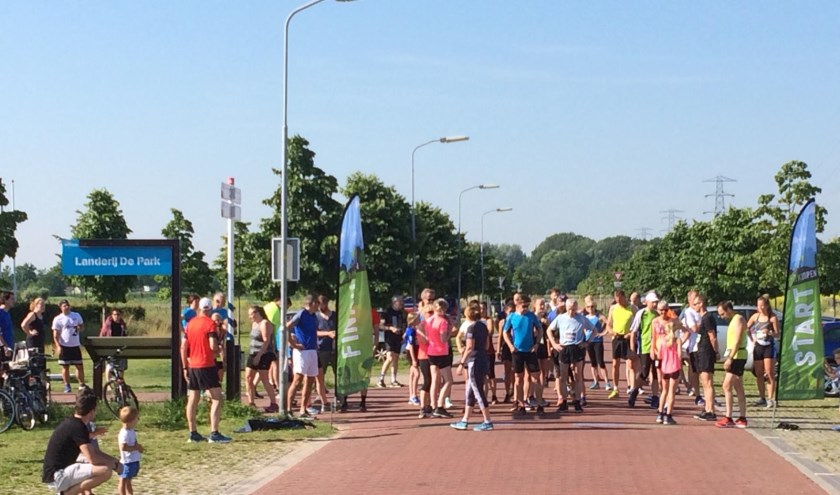 Enthousiaste deelnemers kort voor de start in Park Lingezegen