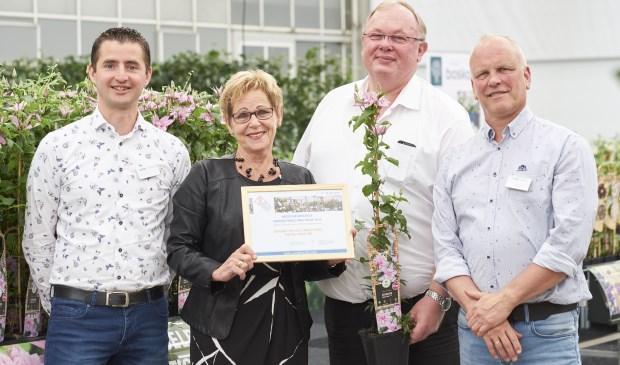 van links naar rechts van Van der Starre: Dennis de Jong, Helma van der Louw (voorzitter KVBC), Bart van der Starre en Arjan Scholten