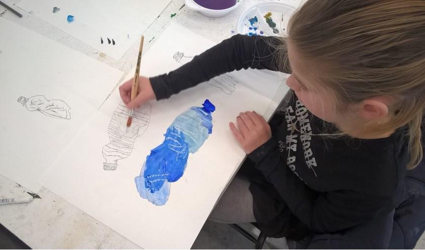 Deelnemers aan de audities voor de JeugdKunstAcademie kunnen bijvoorbeeld een tekening maken. Foto: Kaliber Kunstenschool.