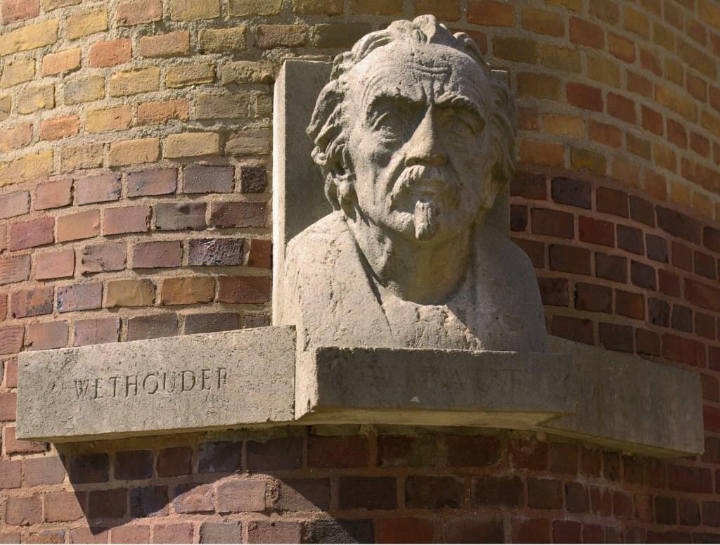 In Amsterdam heeft Zeeuw Flor Wibaut zowel een naar hem vernoemde straat als een monument.  Foto: Wikipedia © Persgroep