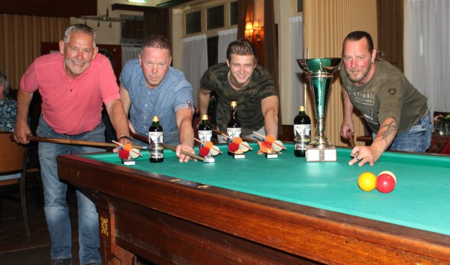 Van rechts naar links: Erik ter Haar, Indy ten Dam, Gerrit Bakker en Henk Brandriet. Eigen foto.
