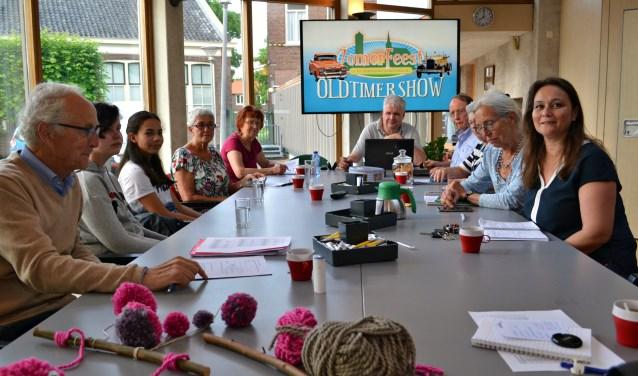 Het bestuur van de Stichting Evenementen Dorpskern Oud-Barendrecht (SEDOB) vergadert over het ZomerFeest. (foto: Arco van der Lee)