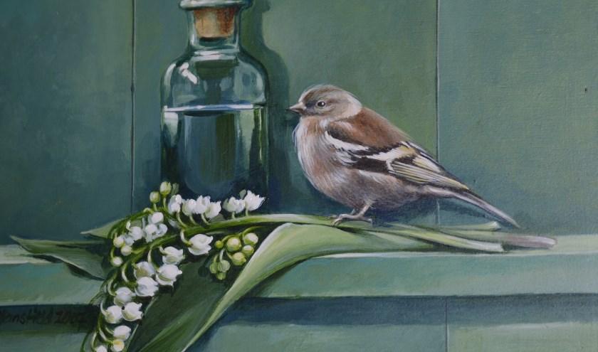 Op de modern-realistische schilderijen van Michael Mansfield ontbreken zelden vogels en bloemen.