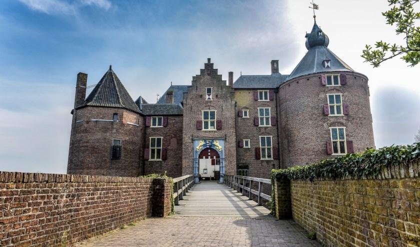 Kasteel Ammersoyen is één van Nederlands best bewaarde middeleeuwse kastelen, gebouwd rond 1300.
