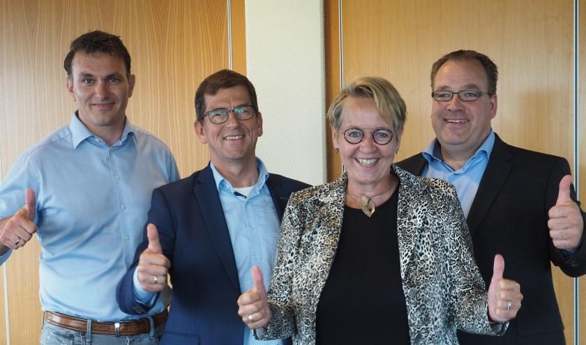 Van links naar rechts Dirk-Jan van den Brink (Bouwbedrijf Kreeft), Henk Havinga (Koopmans Bouwgroep), Marian Teer (directeur Woonstede) en Harry Dijkstra (Van Wijnen Arnhem).