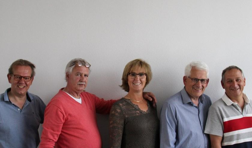 Het bestuur van de stichting. Van links naar rechts: Ard Dommerholt, Thijs Jansen, Nicolette Spackler, Jos Tornij en Pim Spackler. Eigen foto.