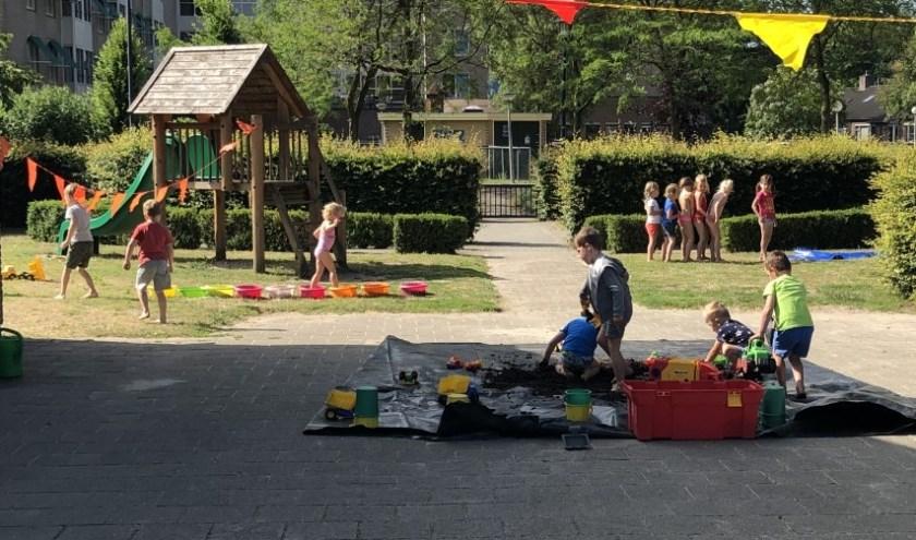Tienduizenden kinderen in heel Nederland, waaronder enkele tientallen Eibergse koters, speelden vrijdag met zand en water.