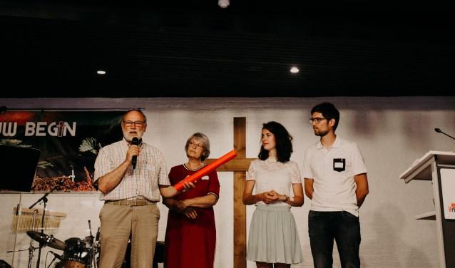 De dagelijkse leiding van Stichting Barnabas gaat van vader op zoon. Op de foto (v.l.n.r.) Bert en Dinie Varwijk, Matthijs & Margo Varwijk. (Foto: Hannah Rekers)
