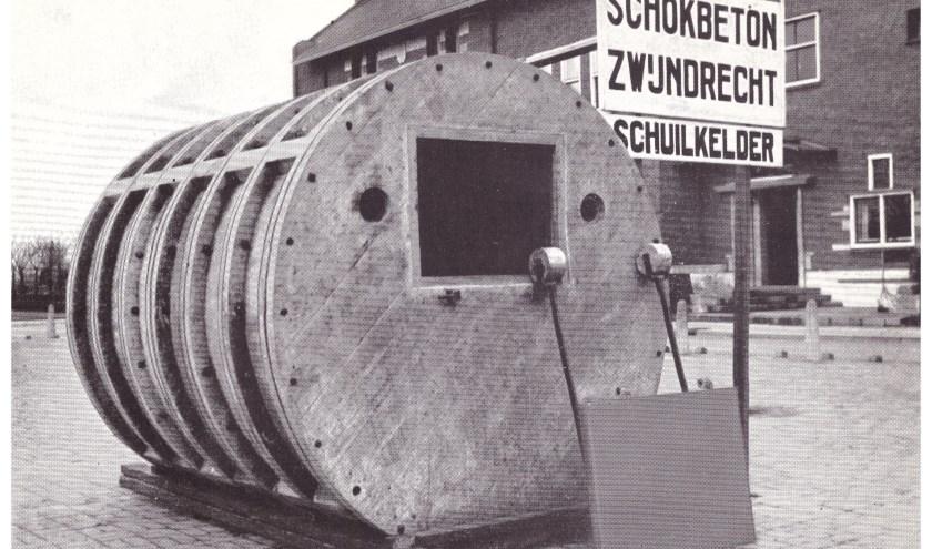 Deze foto is in 1938 gemaakt op het Raadhuisplein van Zwijndrecht.