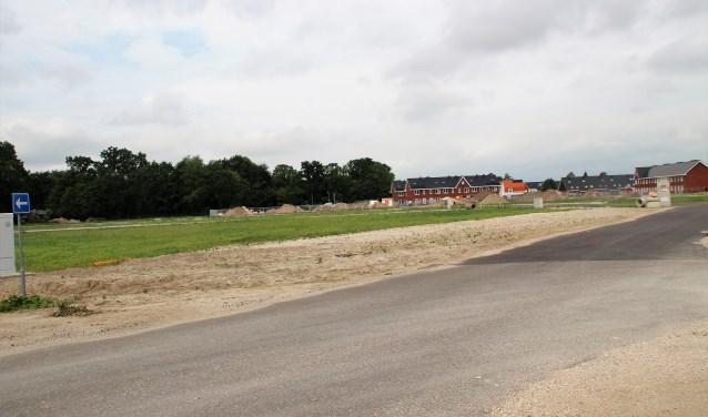 Als alle plannen doorgaan krijgt de woonwijk Molenbeek een supermarkt met daarboven 30 woningen. (Foto: Dick Baas)
