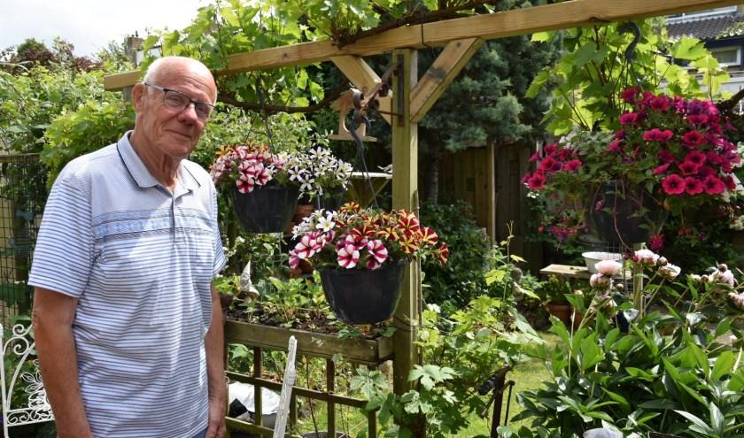 Wim van Santen houdt naast klussen ook van tuinieren. Foto: Amel Bali