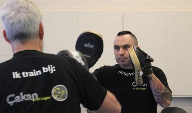 In de Bovenkamer worden bokslessen voor senioren gegeven.